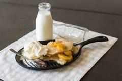 Сапожник персика с стеклом молока Стоковые Фотографии RF