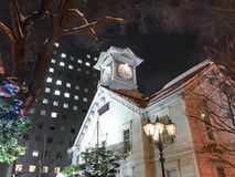 САППОРО, ЯПОНИЯ - 17-ОЕ ДЕКАБРЯ 2016: Символическая башня с часами в Саппоро Стоковые Изображения RF