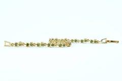 Сапфир зеленого цвета браслета на белой предпосылке Стоковые Изображения