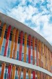 Сарагоса, Испания - 15-ое сентября 2015: Закройте вверх современной стены здания Архитектурноакустическая предпосылка текстуры Стоковые Изображения