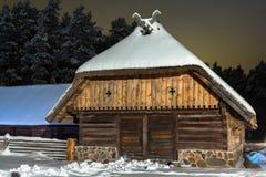 Сарай в ноче зимы Стоковые Изображения RF