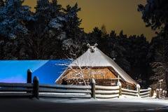 Сарай в ноче зимы Стоковые Фотографии RF
