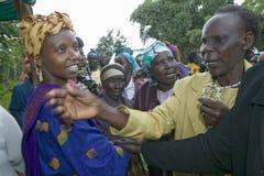 Сара Kilemi, жена члена Kilemi Mwiria парламента, говорит к женщинам без женщин супругов которые были подверганы остракизму от so Стоковые Фотографии RF