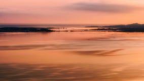 Сардиния, Италия июнь 2017 - взгляд побережья между островами Ла Maddelane и Capraia в Сардинии на восходе солнца Стоковые Изображения RF