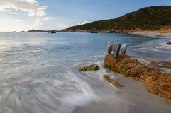 Сардиния, Италия - странные камни на пляже стоковая фотография rf