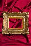 сатинировка красного цвета золота рамки Стоковые Фотографии RF