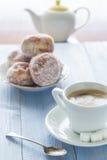 Сахар замороженности donuts десерта молока кофейной чашки сладостный Стоковая Фотография