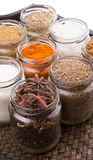 Сахар и специи в плетеном подносе VII стоковое изображение