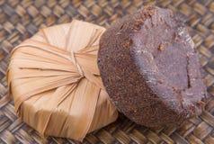 Сахар сока ладони в сухой оболочке i листьев Стоковые Фотографии RF