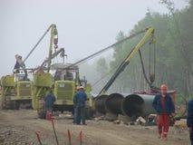 Сахалин, Россия - 12-ое ноября 2014: Конструкция газопровода на земле Стоковые Фотографии RF