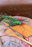 сад ароматичной предпосылки свежий сжал rosemary петрушки мяты трав травы тимиан старого мудрый деревянный Тимиан, розмариновое м Стоковые Изображения RF
