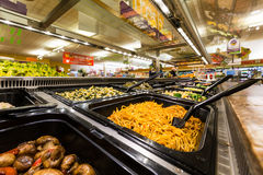 Салат-бар в американском супермаркете Стоковые Фото