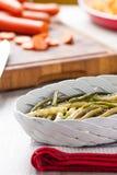Салат белых и зеленых фасолей стоковые фото