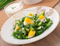 Салат вареных яиц, зеленых луков и огурца Стоковая Фотография RF