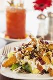 Салат жареной курицы с кровопролитной Mary стоковые изображения