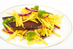 Салат желтых свекл с красным луком и отрывистым говядины Стоковая Фотография RF
