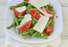 Салат зеленых фасолей, томата и сыра Стоковые Фото
