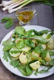 Салат картошки с зелеными фасолями Стоковые Изображения