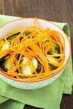 Салат огурца с морковью в шаре Стоковое Изображение RF