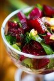 Салат от кипеть свеклы с яичками и свежими овощами Стоковая Фотография RF