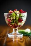 Салат от кипеть свеклы с яичками и свежими овощами Стоковое Изображение RF
