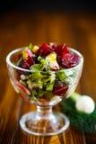 Салат от кипеть свеклы с яичками и свежими овощами Стоковые Изображения RF