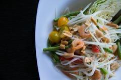 Салат папапайи, еда a пряная и известная традиционная Таиланда Стоковые Фото