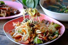 Салат папапайи, еда Somtum тайская Стоковое Фото