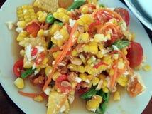 Салат папапайи с сладостной мозолью и солью яичка Стоковые Фото