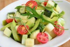 Салат разрешения argula авокадоа с шлихтой vinaigrette томата вишни стоковое изображение