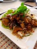 Салат рыб тайской еды пряный кудрявый зажаренный Стоковое фото RF