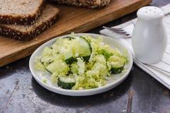Салат свежих овощей с капустой и огурцом Стоковое фото RF