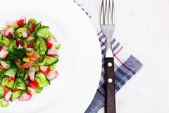 Салат сельдерея, ручки краба, огурца, зеленых оливок и укропа Стоковые Изображения
