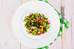 Салат сельдерея, ручки краба, огурца, зеленых оливок и укропа Стоковые Фотографии RF