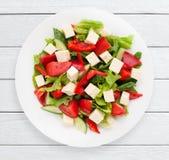Салат с взгляд сверху сыра и свежих овощей Стоковое фото RF