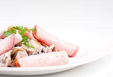 Салат с грибами и беконом в соусе Стоковые Изображения