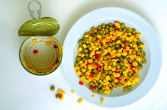 Салат с зелеными горохами, мозолью и красным перцем Стоковое фото RF