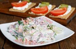 Салат с овощами и tartlets сыра Стоковые Фото