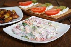 Салат с овощами и tartlets Стоковое Изображение
