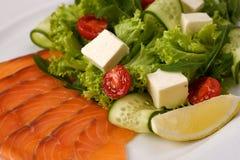 Салат с семгами и овощами Стоковые Изображения RF