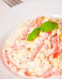 Салат с сыром, томатом, яичком Стоковые Изображения