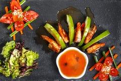 Салат с шримсом и овощами Стоковое Изображение RF