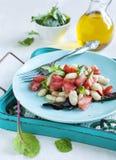 Салат томата и бело-фасоли Стоковое Фото