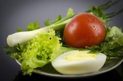Салат, томат вареного яйца, луки Стоковая Фотография RF