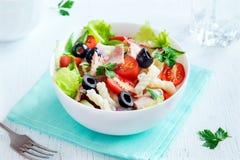 Салат тунца и макаронных изделий стоковые изображения