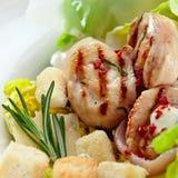 салат цезаря зажженный цыпленком Стоковые Фото