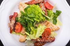 салат цезаря зажженный цыпленком Стоковое фото RF