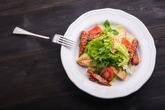 салат цезаря зажженный цыпленком Стоковое Фото