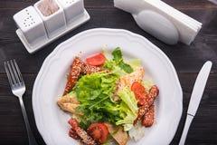 салат цезаря зажженный цыпленком Стоковое Изображение RF