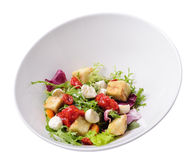 Салат Burrata с баклажаном и томат сжимают, изолированный Стоковые Фотографии RF